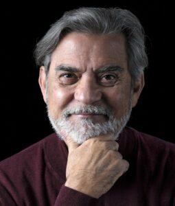 """El escritor y exministro costarricense de Cultura Carlos Echeverría presenta su libro """"Salvación: Estrategias personales ante el cambio climático"""" - LIZ FALLAS"""