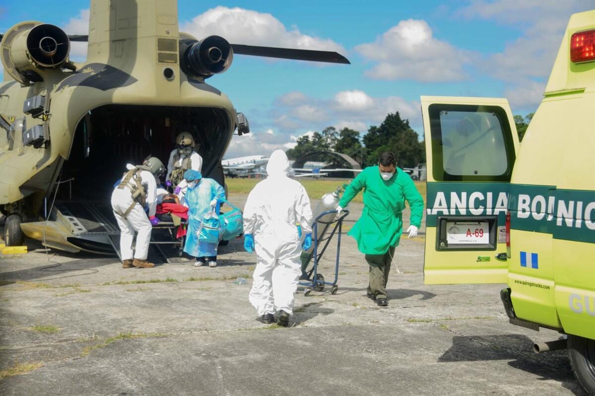 Traslado de una paciente contagiada con COVID-19 en Guatemala - U.S. AIR FORCE / ZUMA PRESS / CONTACTOPHOTO