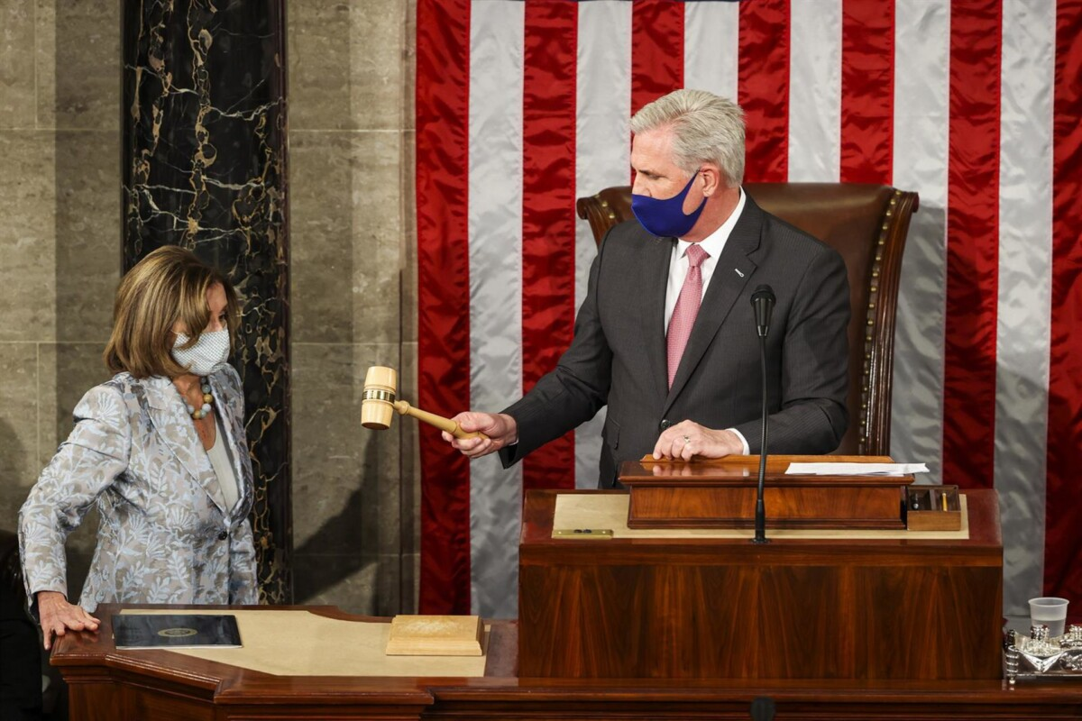 La presidenta de la Cámara de representantes de EEUU, Nancy Pelosi, y el líder de la minoría republicana, Kevin McCarthy. - TASOS KATOPODIS - POOL VIA CNP / ZUMA PRESS / CONT