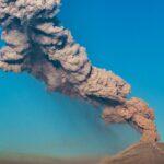 Columna de humo y cenizas emitida en 2019 por el volcán Popocatépetl, situado en México - Rigoberto Aguilar/NOTIMEX/dpa