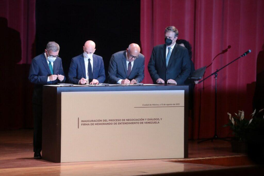 Firma del memorando de entendimiento entre el Gobierno y la oposición venezolana - EL UNIVERSAL / ZUMA PRESS / CONTACTOPHOTO