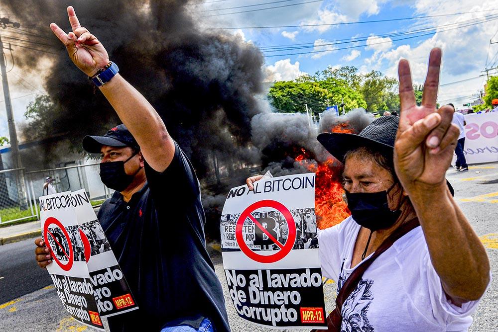 Protestas en El Salvador contra la adopción del bitcoin como moneda de curso legal, 15 de septiembre de 2021. Foto: Camilo Freedman/SOPA Images via ZUMA Press Wire/dpa - Camilo Freedman/SOPA Images via / DPA